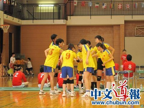 华人排球队港区比赛获冠军