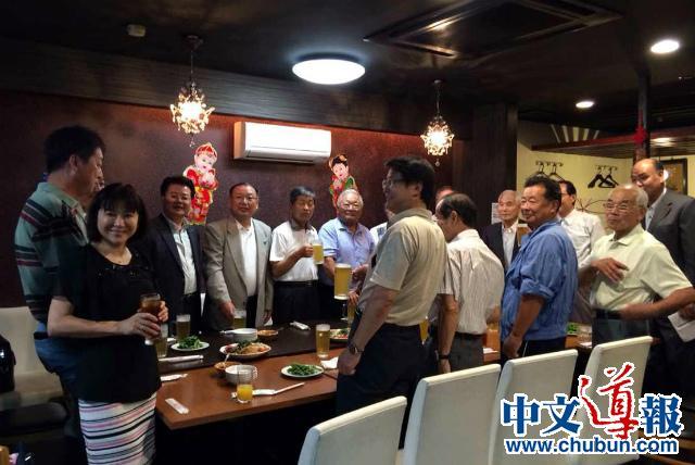 爱媛侨团与市民祝贺牛子华东京画展成功
