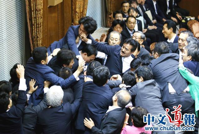 参议院强行通过新安保法激怒日本