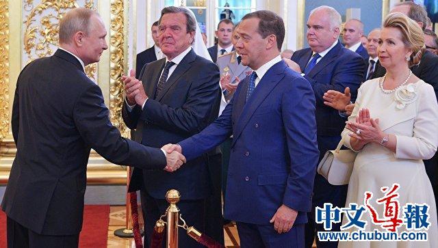 普京提名梅德韦杰夫为俄罗斯政府新任总理
