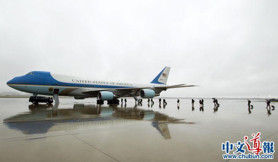 特朗普派空军一号运老布什遗体 习近平致唁电