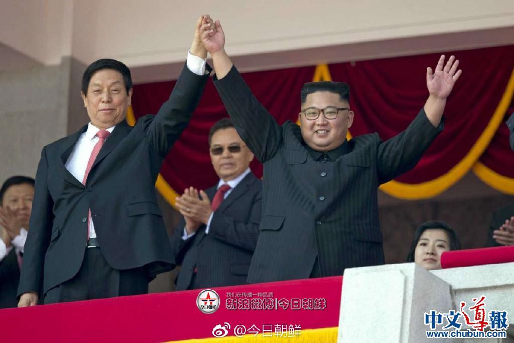 栗战书与金正恩共同观看朝鲜建国70周年阅兵