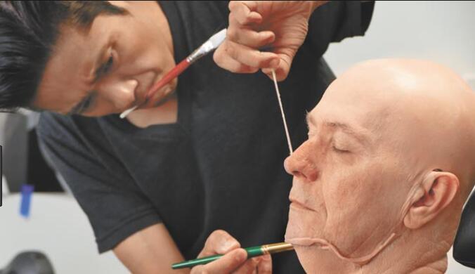 第90届奥斯卡奖:日本人辻一弘获最佳化妆奖