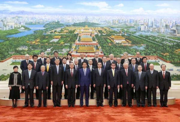 李克强与安倍晋三出席缔约40周年纪念大会